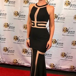 Elegant Show Stopping Black Jovani Gown ✨✨✨
